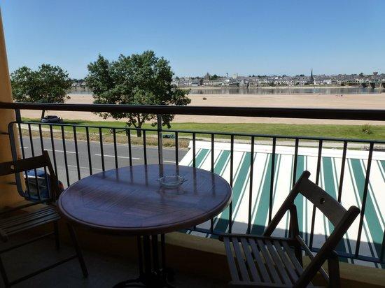 Hotel au Poisson d'Argent : Terrasse de la chambre 4