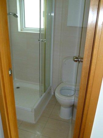 The Lodge Serviced Apartments: Bathroom