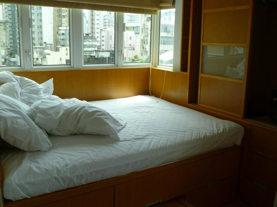 The Lodge Serviced Apartments: Bed and built-in cabinets