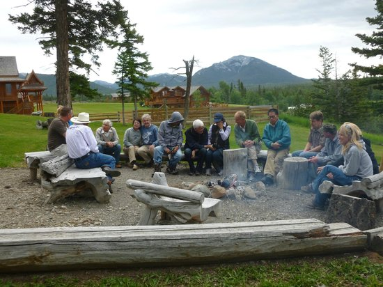 Echo Valley Ranch & Spa: By the camp fire after the BBQ