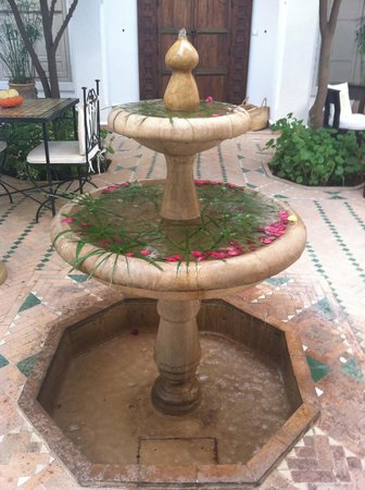 Riad Clementine: the main courtyard cooling system