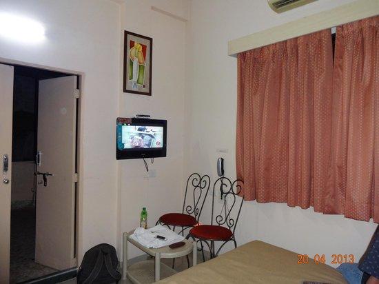 Shanti Inn: Room