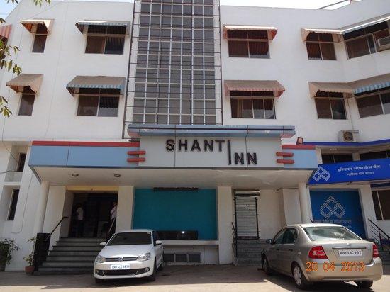 Shanti Inn: Hotel grounds