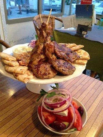 Olive Restaurant Grec: Grillade Mixte Grec.
