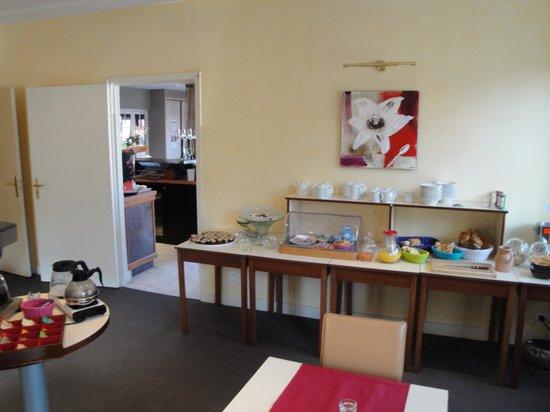 Bagnoles Hotel: Breakfast buffet
