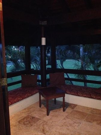 Renaissance St. Croix Carambola Beach Resort & Spa: Screened porch for napping.