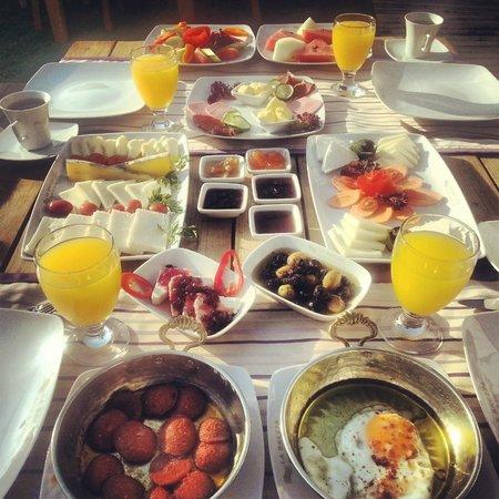 La Brezza Suite & Hotel: breakfast