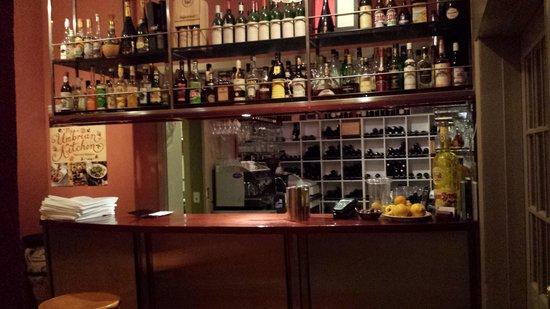 Simone's: simone the bar