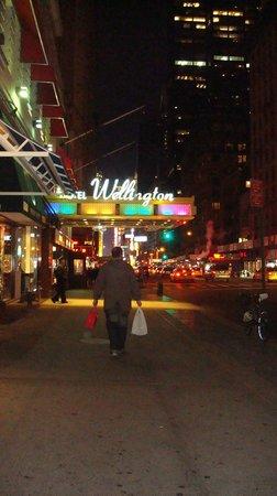 Wellington Hotel: street view of the wellington