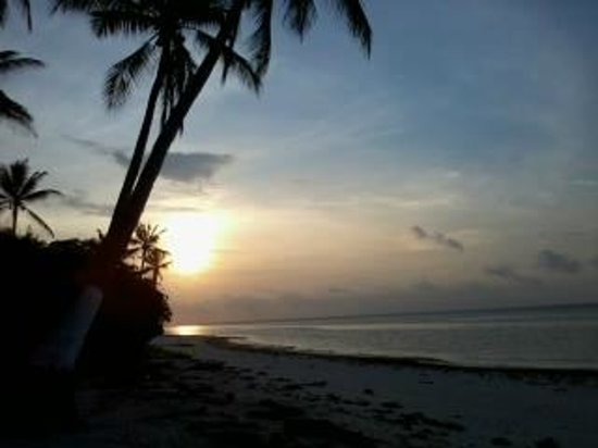 Anda White Beach Resort: Sunrise on the beach