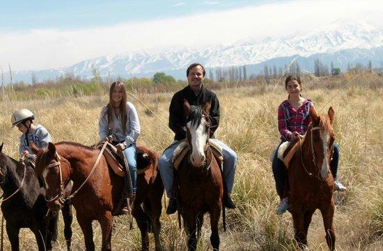 Maipu, Αργεντινή: Cabalgata por el Rio Mendoza,donde apreciamos la Cordillera de los Andes