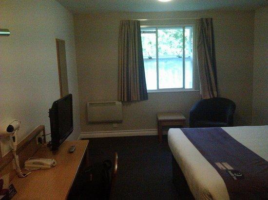 Premier Inn Leeds / Bradford Airport Hotel: Camera, dalla porta