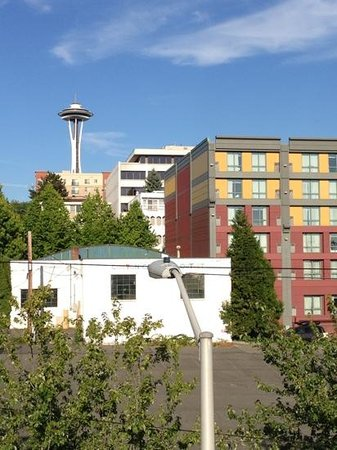 Homewood Suites by Hilton Seattle Downtown : this is the hotel on the right. space needle less than a mile away