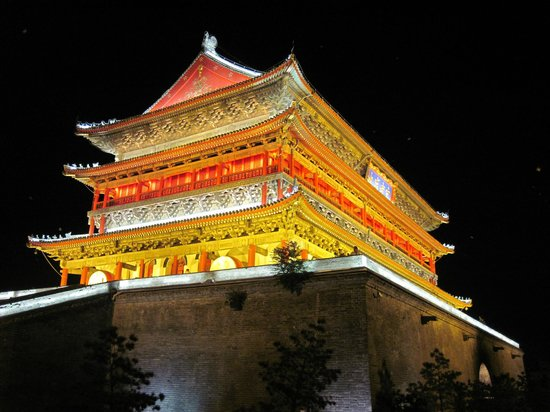 Jinjiang Xi'an Xijing international Hotel : Drum tower at night