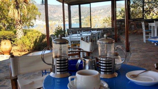 Elounda Island Villas: coffee for 2 at the taverna
