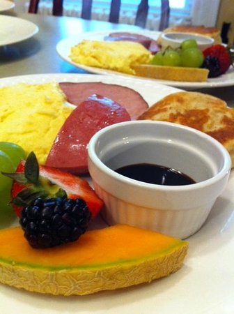 Rendell - Shea Manor: Scrambled Eggs, Ham and Toutons with Molasses