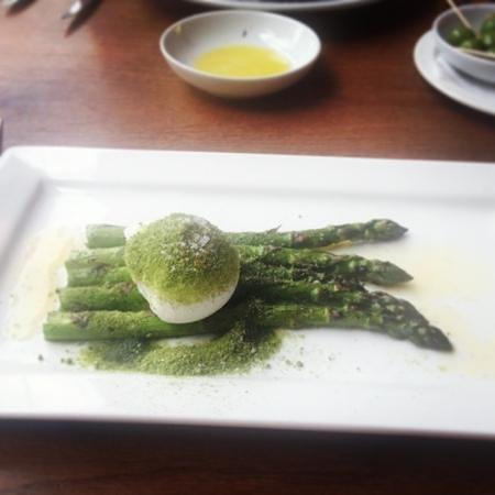 Piccolino: asparagus and poached egg