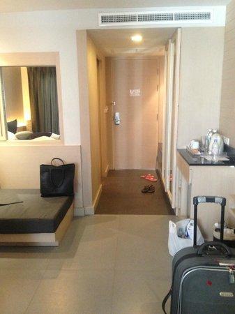 The ASHLEE Heights Patong Hotel & Suites: værelset