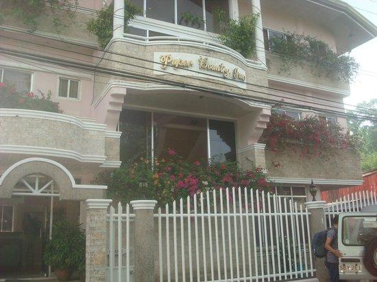 Paper Country Inn: facade