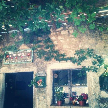 Foros: Beautiful, rustic taverna
