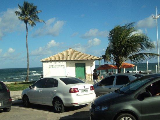 Grande Hotel Da Barra: Da calçada em frente o hotel.