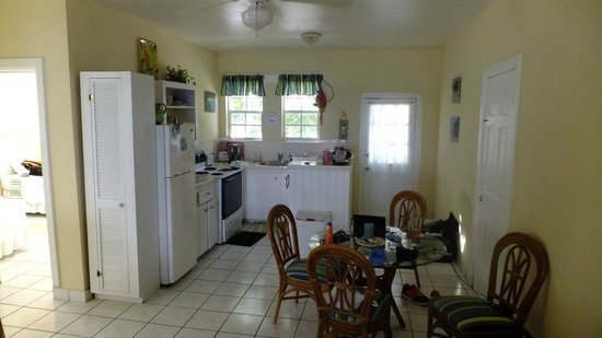 Crabtree Apartments: Clean, well appointed kitchen