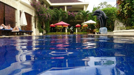 Bali Paradise Hotel Boutique Resort: Relaxing swimming pool