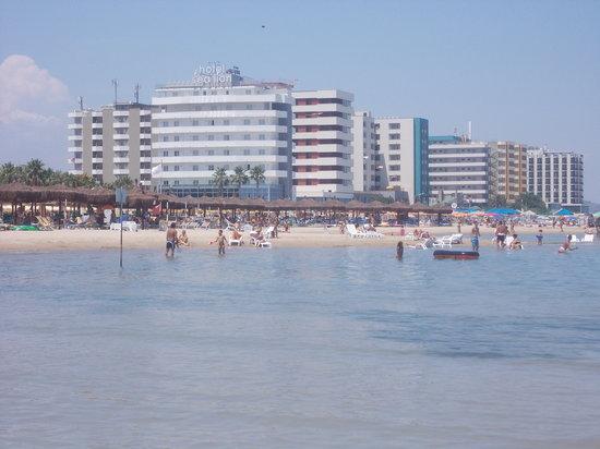 Lungomare di Montesilvano: lungomare montesilvano - grandi alberghi - veduta da spiaggia libera