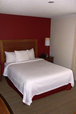 Residence Inn Portland Downtown/Lloyd Center: Bed in Studio
