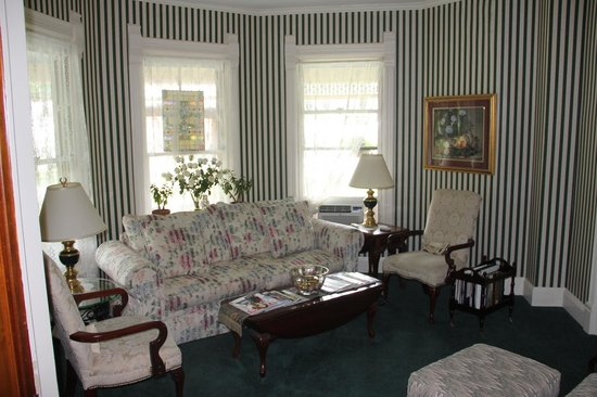 LimeRock Inn : Public spaces are warm and inviting
