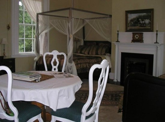 Bashford Manor Bed and Breakfast: West Suite, view from windowseat