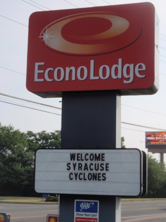 EconoLodge Arena: Welcome sign for groups
