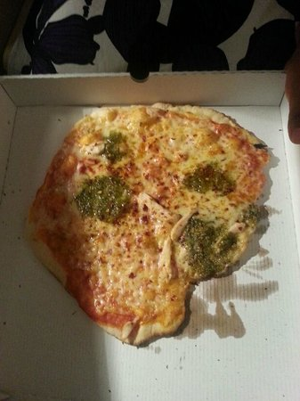 Ramada Manchester Salford Quays: spot the chicken pieces? or is it just a sea of cheese and huge dollops of pesto? Sloppy!
