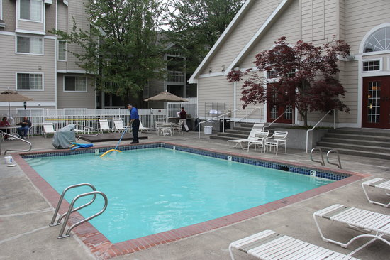 Residence Inn Portland Downtown/Lloyd Center: Outdoor swimming pool