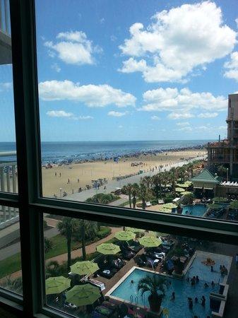 Oceanaire Resort Hotel: Living room view