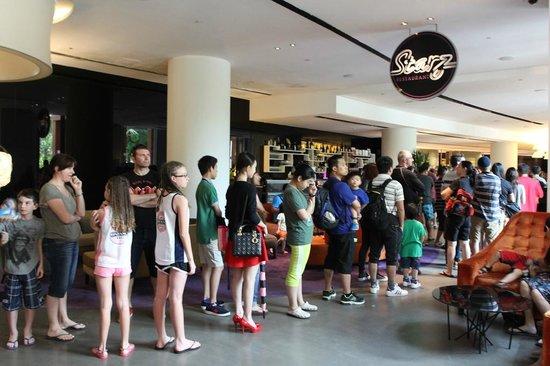 Starz Restaurant: The long queue