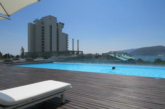 Swimming pool foto de blue green troia design hotel for Design hotel troia