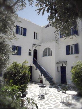 Alexandros apartments: Backyard entrance