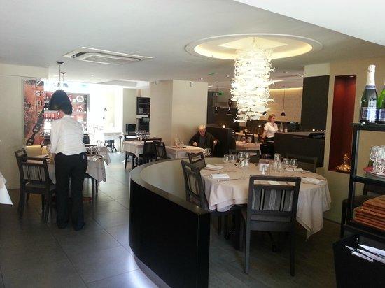 the restaurant picture of a l 39 abri des flots dinard tripadvisor. Black Bedroom Furniture Sets. Home Design Ideas