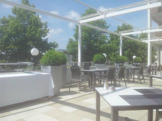 Vitalhotel Therme Geinberg: Frühstück gab es bei so einem tollen Wetter draußen auf der Terrasse
