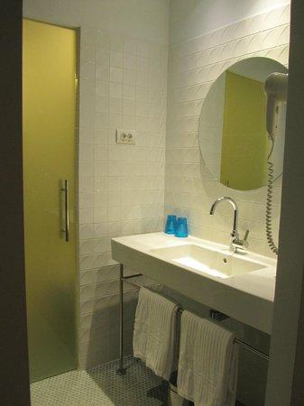 Hotel One Shot Prado 23: Bathroom