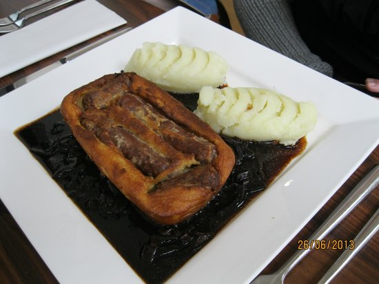 Borve Country House Hotel: Toad in the hole, red onion gravy