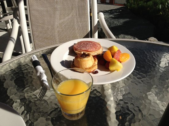 Pan Pacific Whistler Village Centre : Outstanding Continental Breakfast