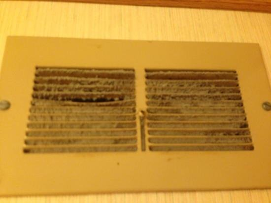 Dunes Motel : The exhaust fan has seen better days.
