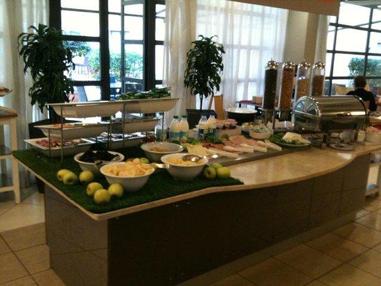 Holiday Inn Express Rome - San Giovanni: breakfast