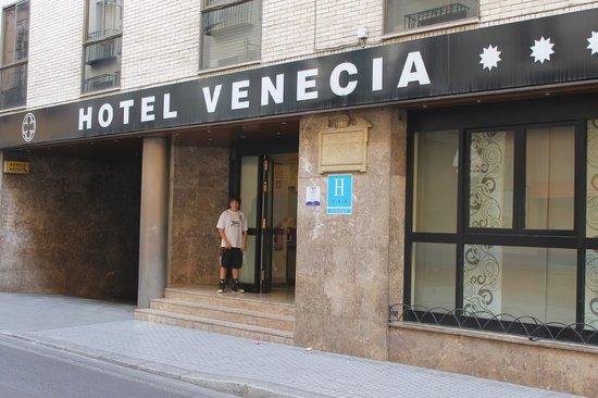 Hotel Venecia: Hotel entrance