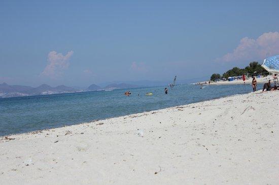 Pyli Bay Hotel: Lovely beach