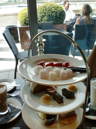 Banyan on the Thames: Chocolate afternoon tea