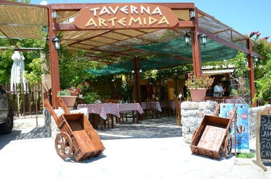 Artemida Taverna: TAVERNA ARTEMIDA