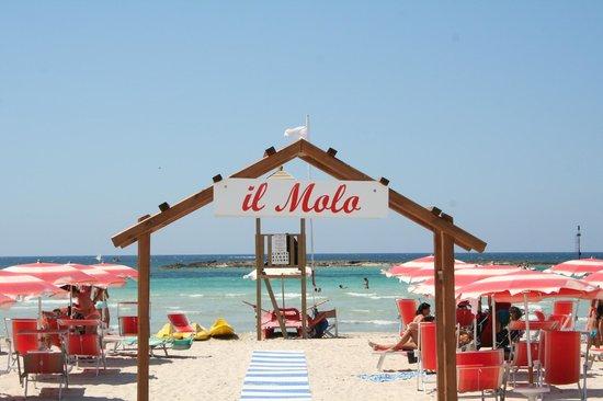 Torre San Giovanni, Italie: stabilimento balneare per il vero relax e la degustazione di piatti tipici e della cucina marina